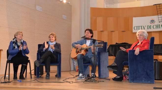 Sandro Giacobbe a Chiavari con gli studenti