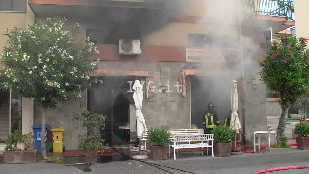 """Borgio, incendio alla pasticceria """"Dolci Follie"""""""