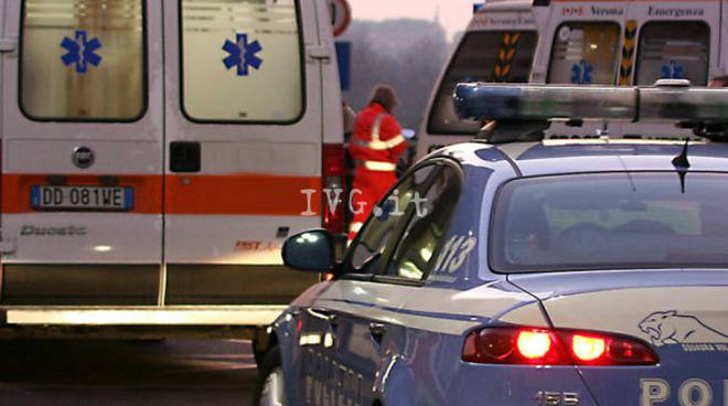 Incidente mortale in autostrada, operaio travolto da auto