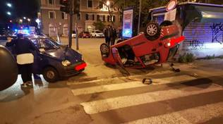incidente auto ribaltata