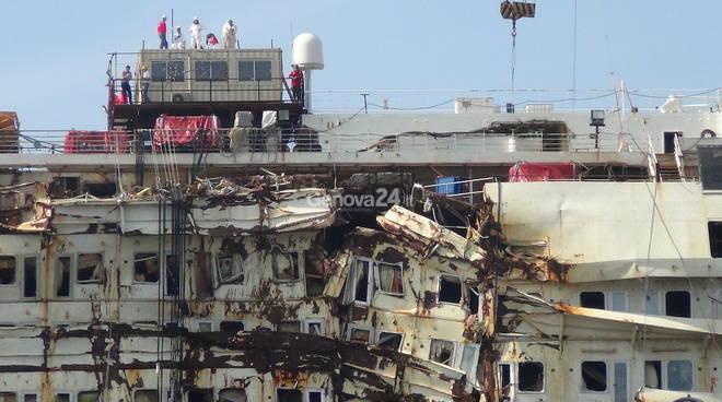 La fine dell'ultimo viaggio della Costa Concordia