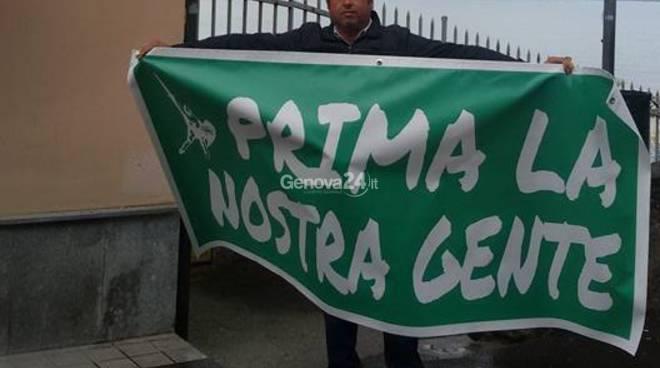 Protesta di Senarega davanti all'hotel di Recco