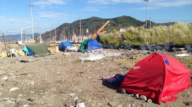 Sgomberato accampamento nomadi a Chiavari