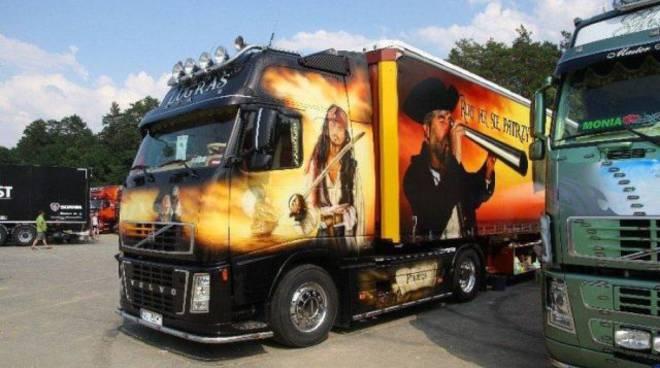Festival dei motori raduno di camion e mezzi aerografati - Foto di grandi camion ...