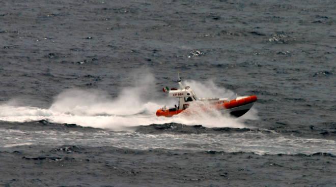 capitaneria guardia costiera motovedetta cp864
