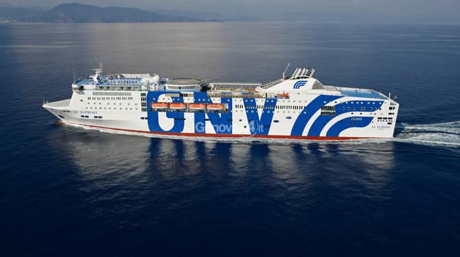 Grandi navi veloci al via le prenotazioni per la linea for Grandi arredi bari