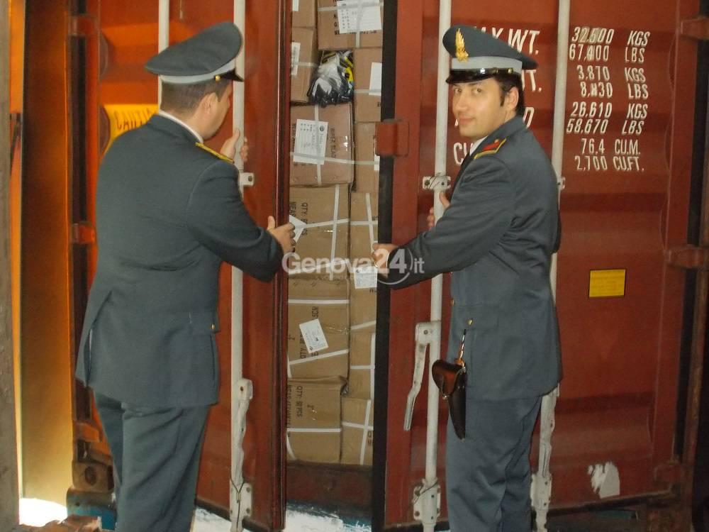 Maxi sequestro di prodotti contraffatti nel porto di Genova