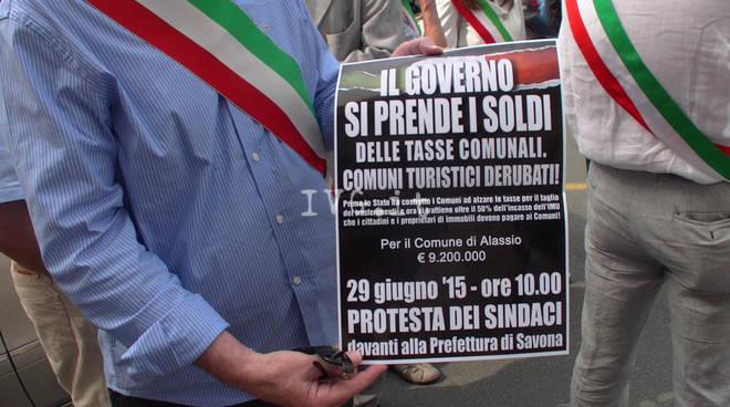 Protesta dei sindaci in prefettura