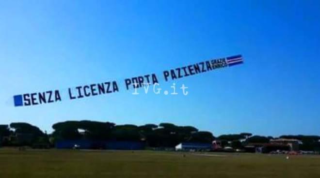 striscione sampdoria sfottò europa league