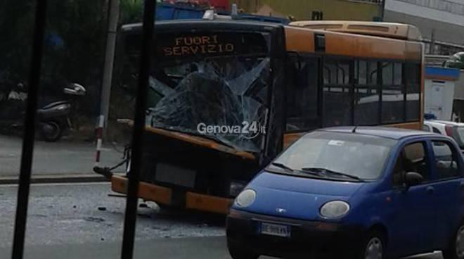 autobus incidente via siffredi foto di michele cappa