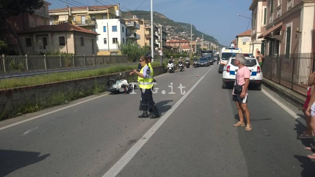 Borgio, scontro frontale tra una moto e uno scooter sull'Aurelia