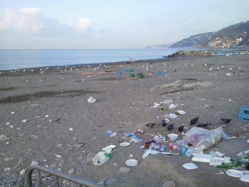 rifiuti voltri spiaggia