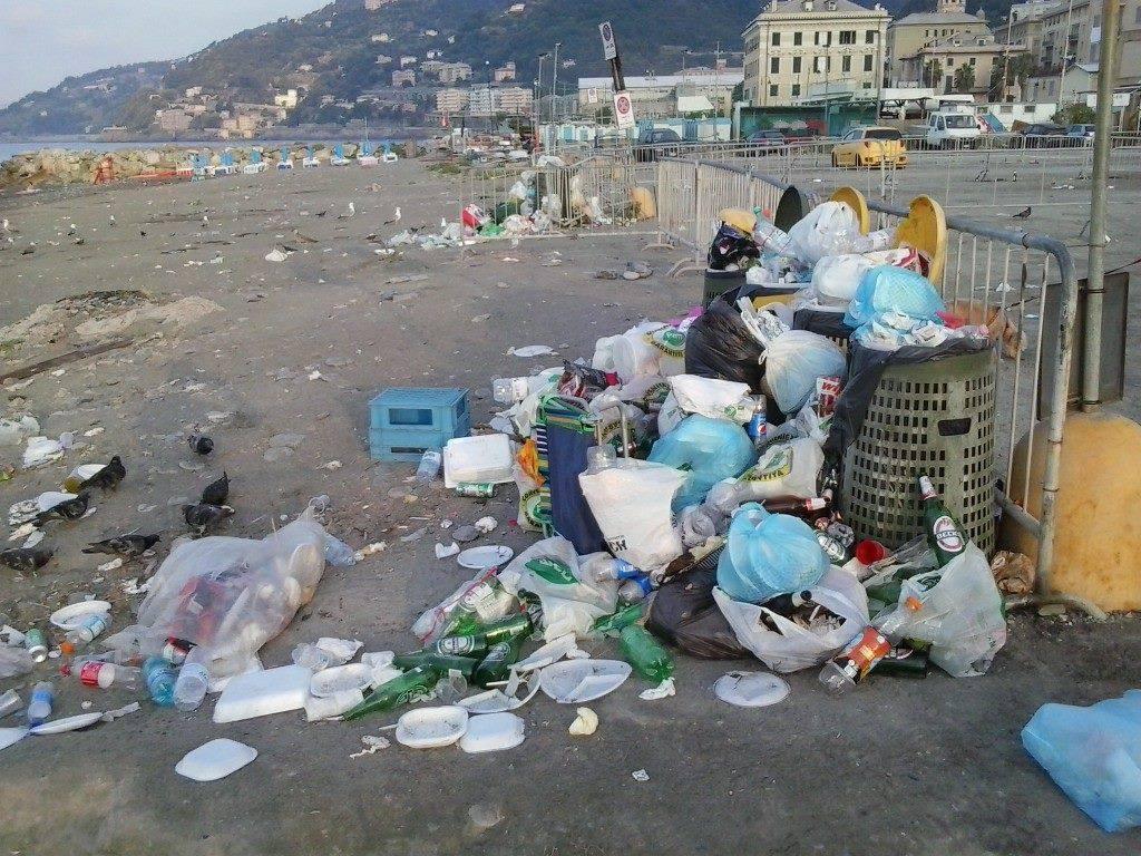 Spiagge fuori controllo a ponente il municipio pi for Disegni da camera da spiaggia