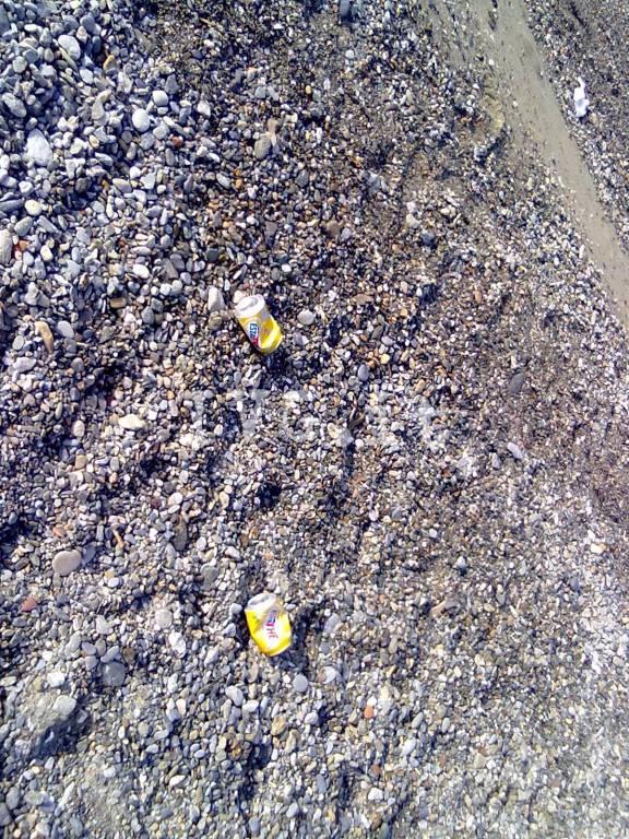 Finale, degrado alla spiaggia dei Bianchi: la denuncia di un lettore