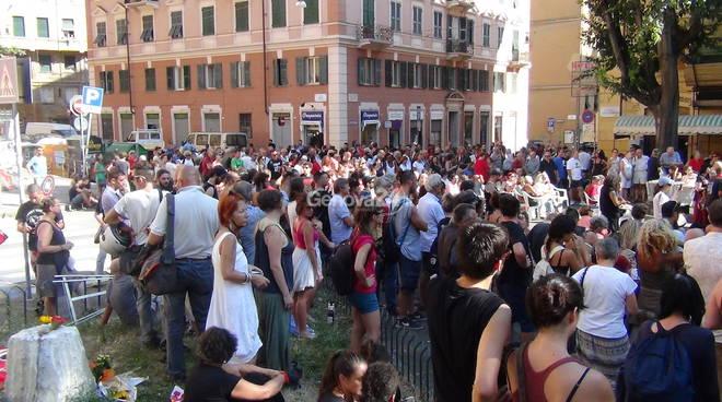 G8: folla in piazza Alimonda per ricordare Carlo Giuliani