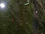 Il fondo del battistero di Albenga allagato e invaso dai rifiuti