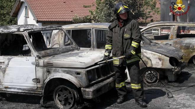 Incendio a Busalla, auto in fiamme