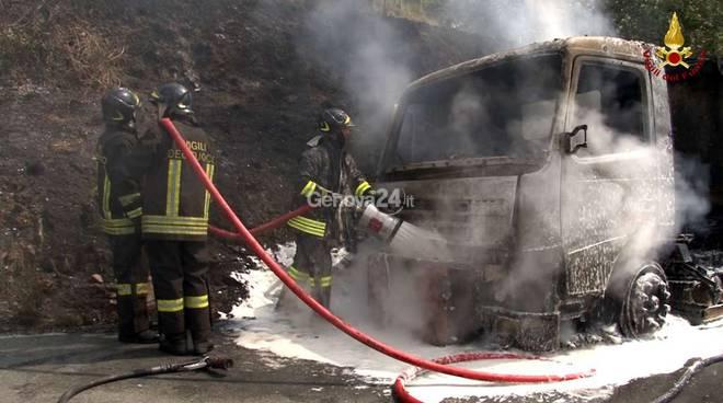 incendio camion amiu lumarzo