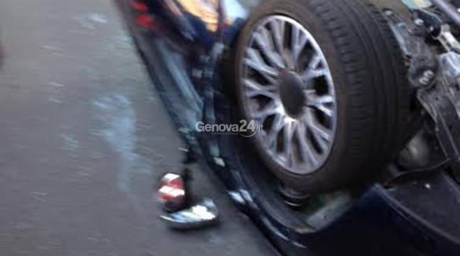 Murialdo, 5 ragazzi si cappottano con l'auto dopo i festeggiamenti di Halloween