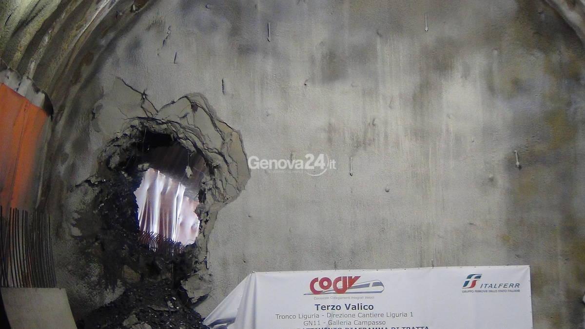 Terzo Valico, cade l'ultimo diaframma della galleria del Campasso a Fegino