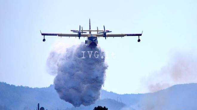 Incendio a Lumarzo, in fumo 3 ettari di bosco