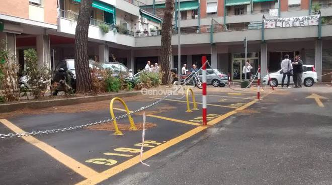 La protesta per i parcheggi di via Gherzi