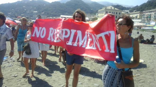 manifestazione pro spiaggia voltri