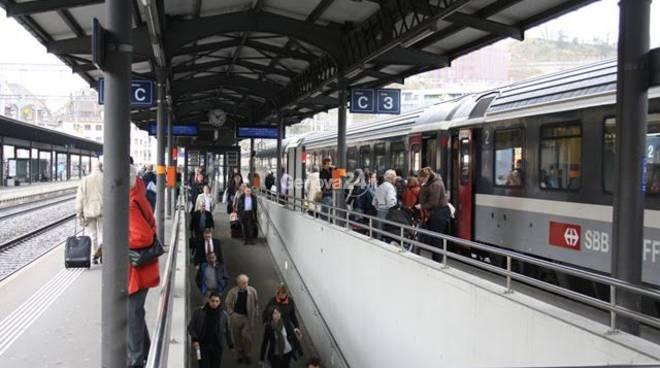 Rampe di accesso ai binari e gradino per salite sui treni