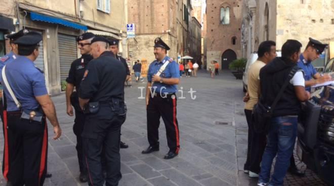 Albenga, i carabinieri passano al setaccio la città