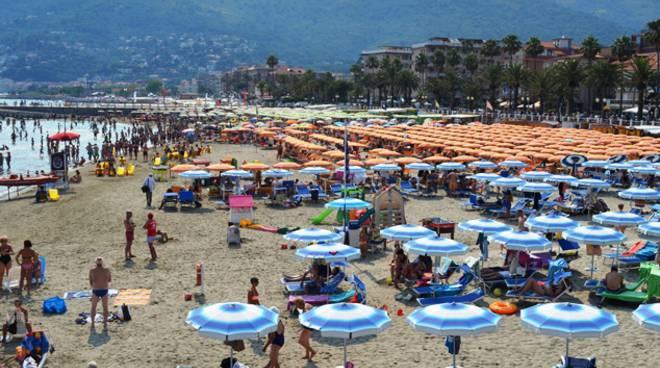 Stessa spiaggia, stesso mare... Borgo (Sib): \