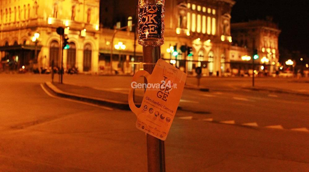 Boccali dell'Oktoberfest appesi a Genova