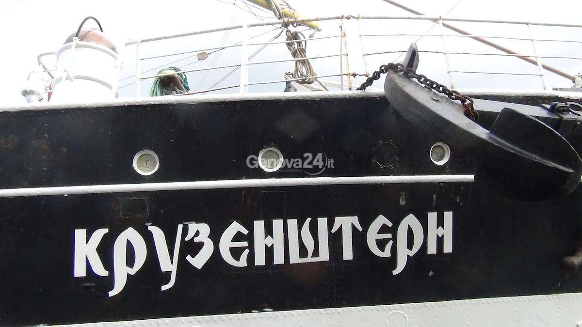 Il veliero russo Kruzenshtern in porto a Genova