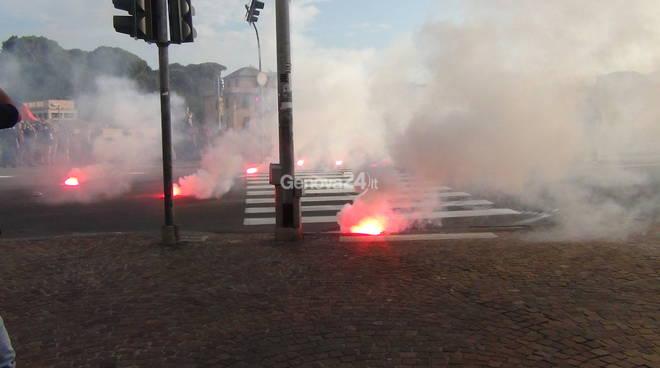 Ultradestra a Genova, un manifestante lievemente ferito