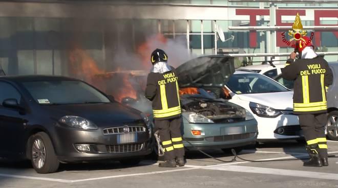 incendio terminal traghetti