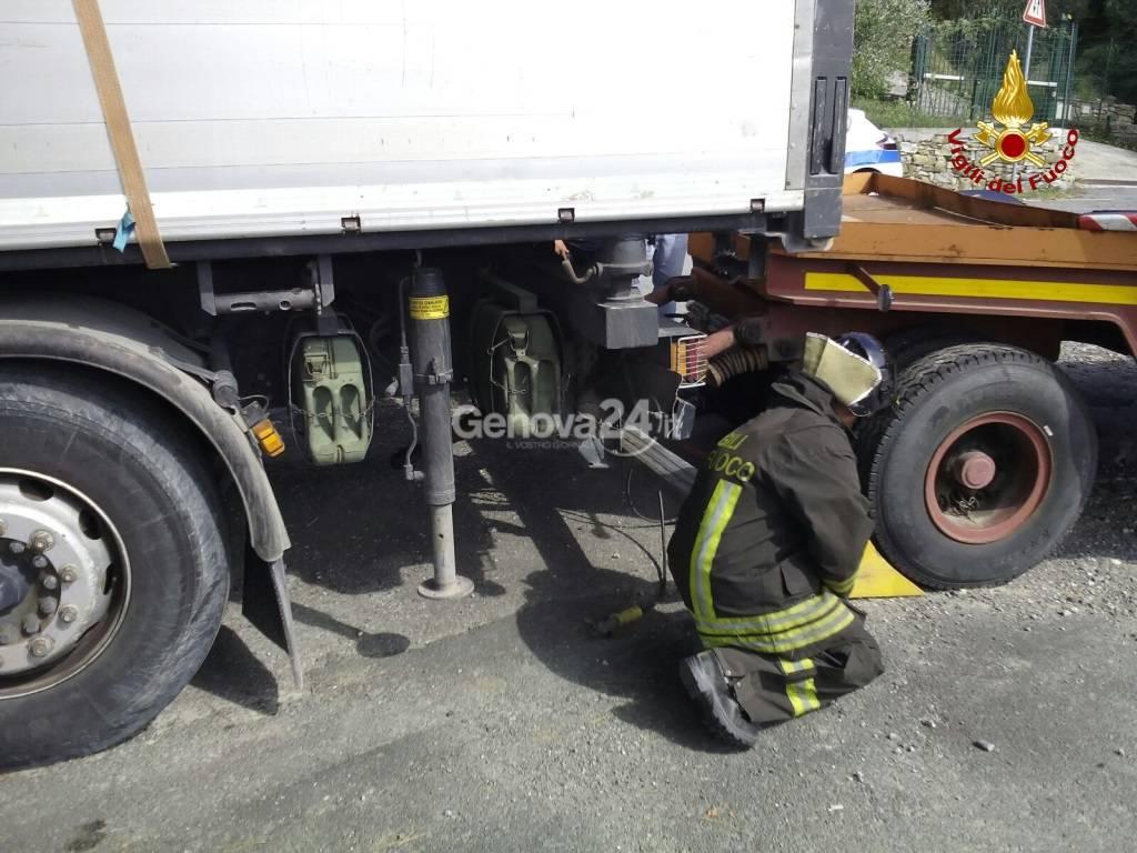 Incidente sull'Aurelia, salvataggio dei vigili del fuoco