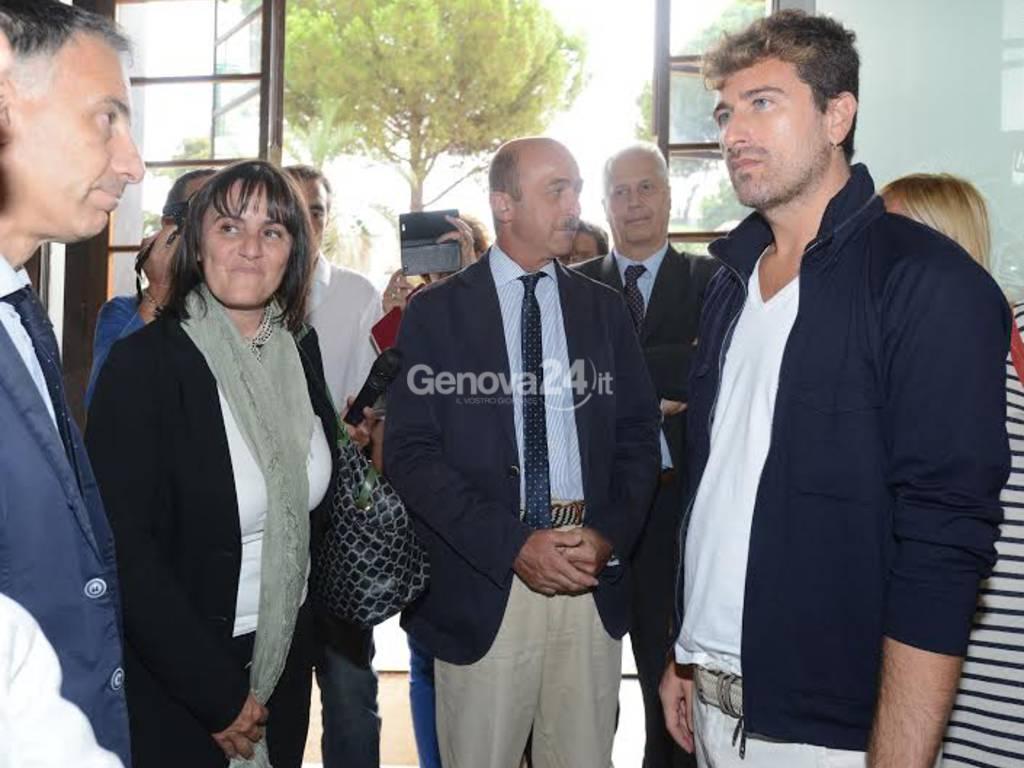 L'attore Alessandro Siani al Gaslini