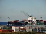Nave e container a Pra'