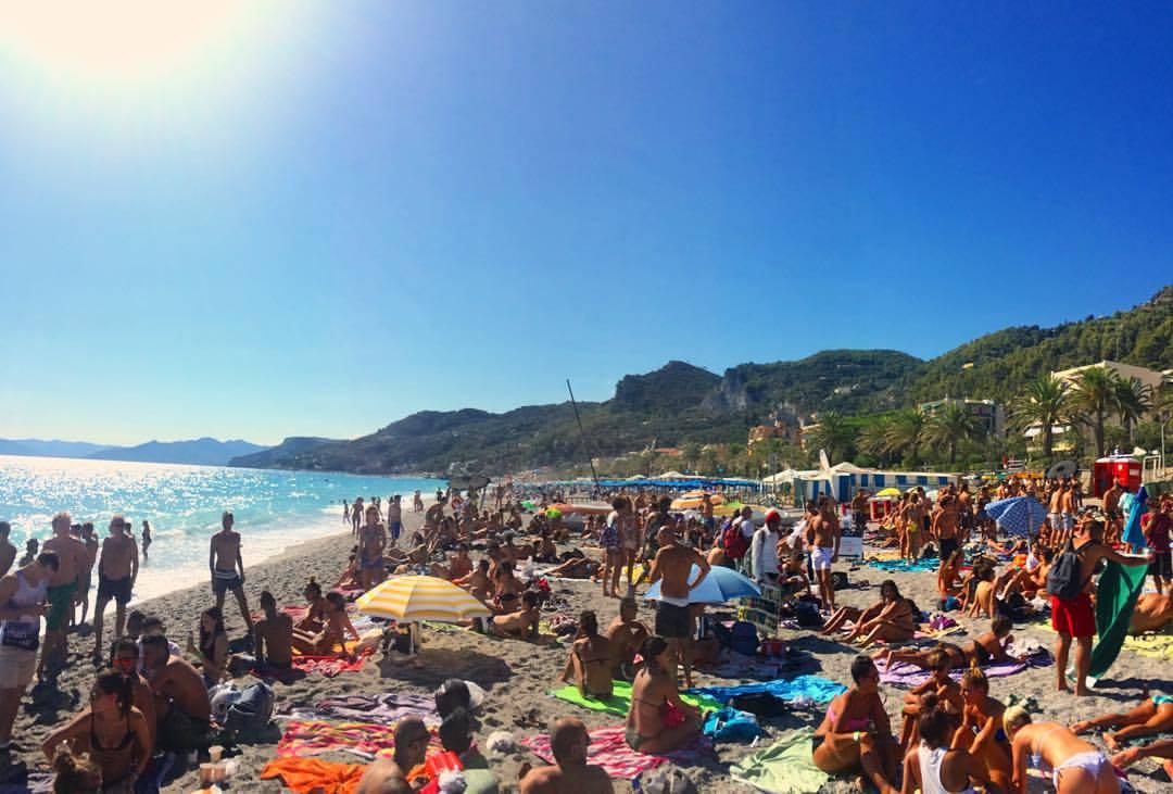Matrimonio Spiaggia Varigotti : Varigotti nessun rave ma evento nazionale rst blue wide
