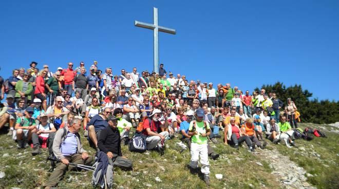 Monte Carmo Loano 50 anniversario croce posa