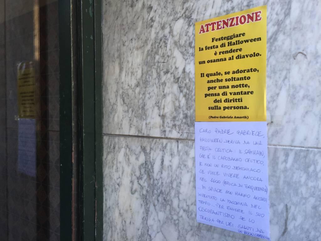 A Savona campagna anti-halloween nei portoni