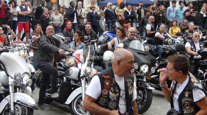 Bikers per Genova: concerto di marmitte