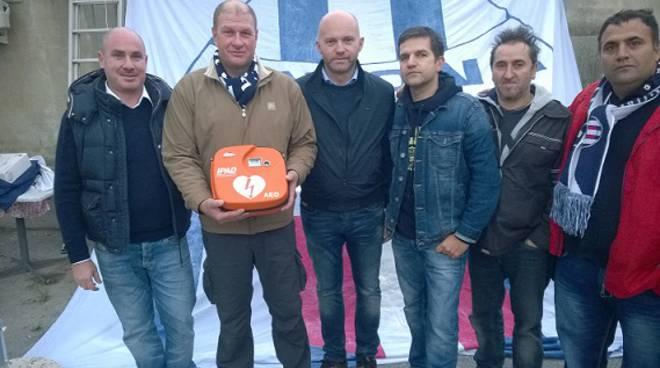 defibrillatore in dono dai tifosi