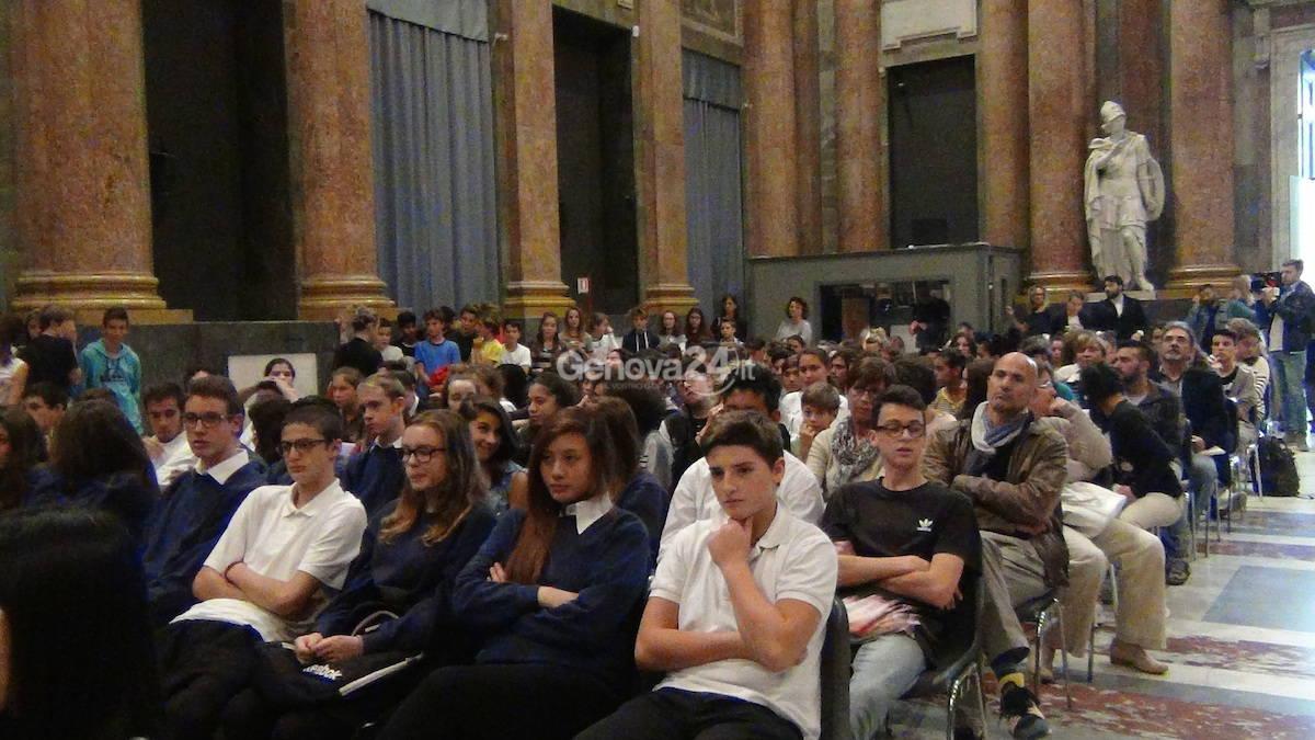 Il Comune di Genova assegna lo ius soli agli studenti stranieri genovesi