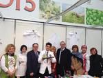 Il console russo Marat Pavlov con gli alunni del Giancardi per la chiusura di Expo e Territori