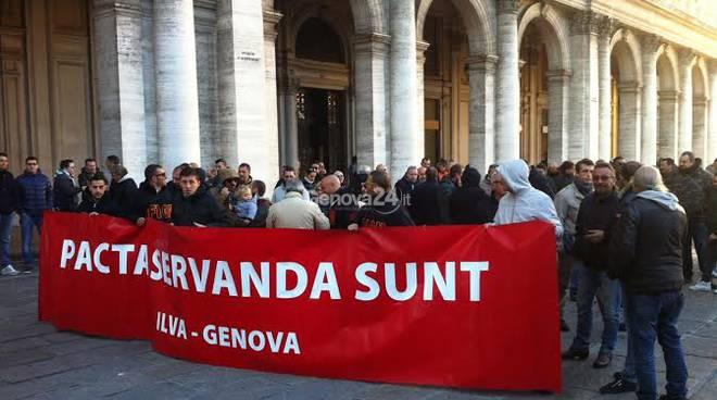 Il corteo dei lavoratori Ilva in piazza De Ferrari