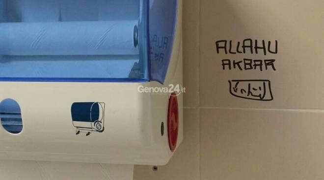 La scritta Allahu Akbar nel bagno del San Martino