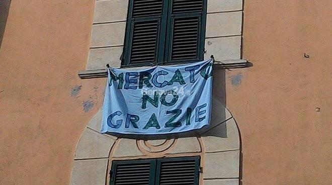 mercato sestri ponente protesta