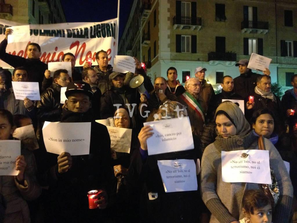 """""""No al terrorismo"""": la manifestazione della Comunità Musulmana di Savona"""