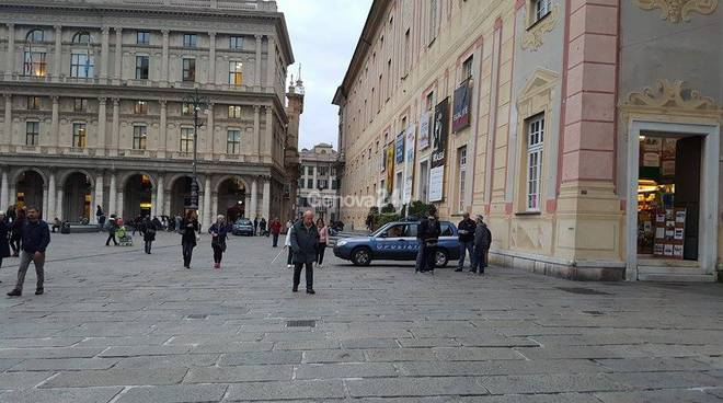 Polizia a Genova, piazza De Ferrari blindata