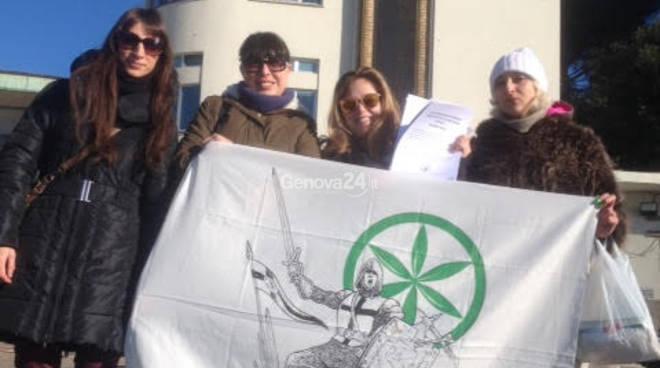 Presidio dei Giovani Padani davanti al Gaslini